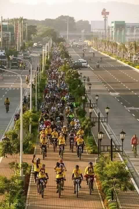 iloilo walkway walk and bike path in between highway