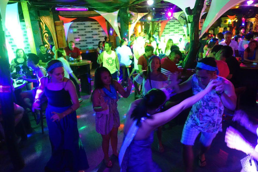 summer place pub crawl in station 2 boracay