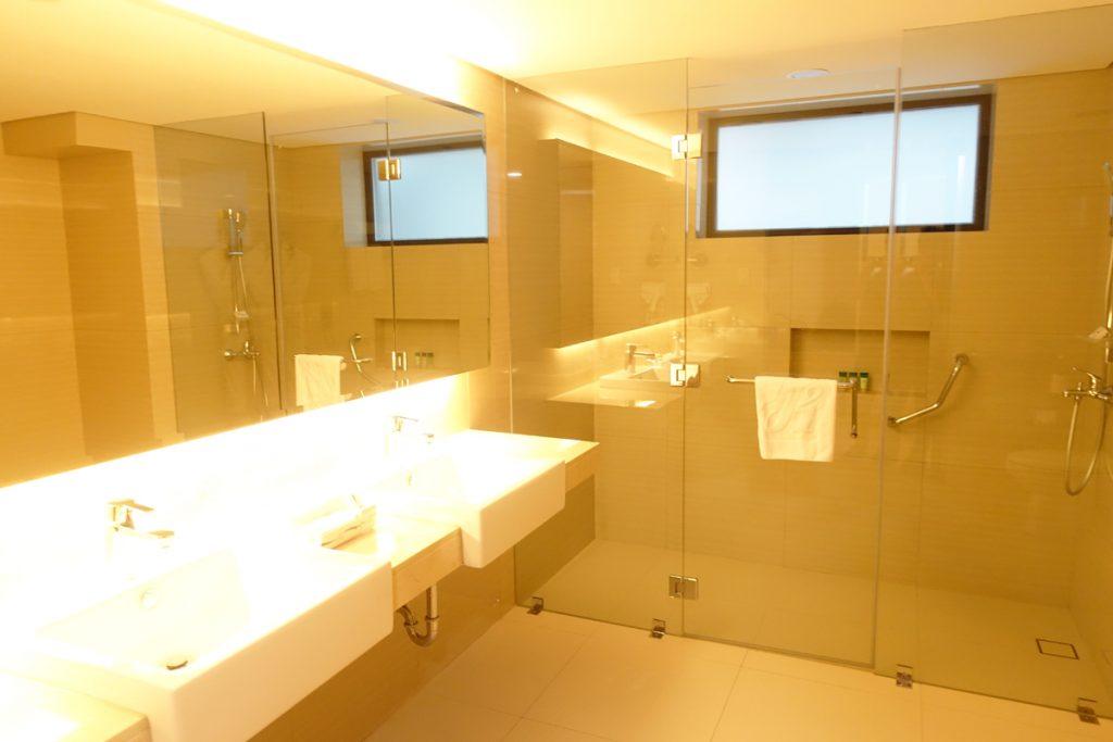toilet jin jiang inn makati bathroom deluxe room