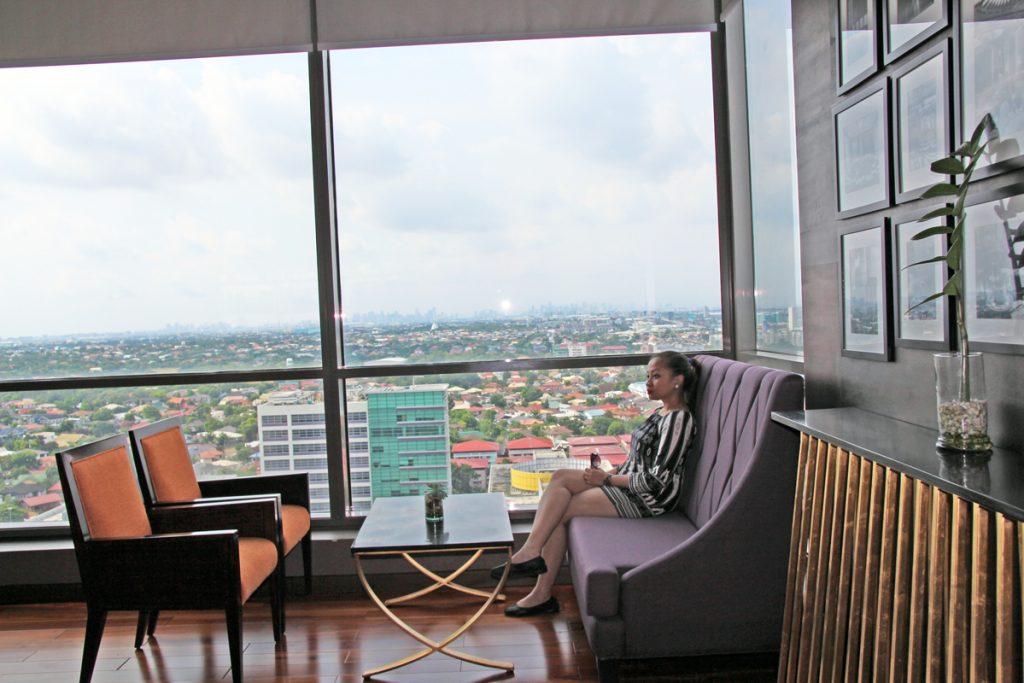 club floor lounge at bellevue manila hotel