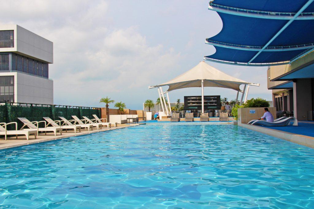 swimming pool at bellevue hotel manila
