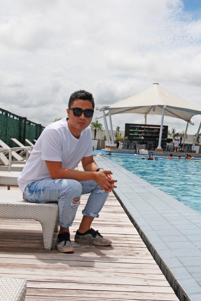 selfie photo shoot pool at the bellevue hotel manila