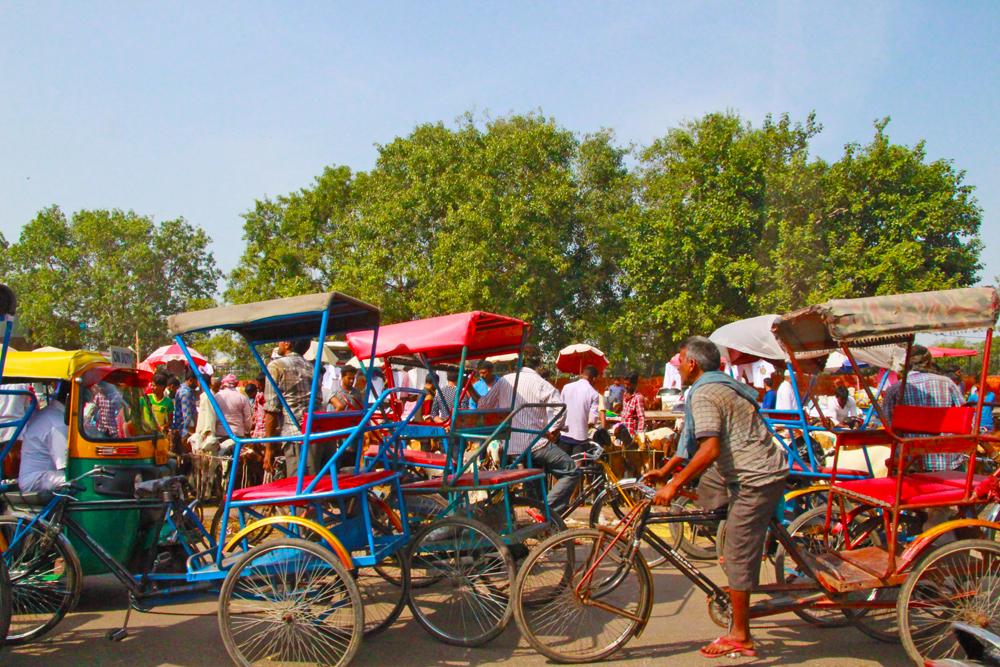 delhi-roads-street-vendors-bicycle-traffic