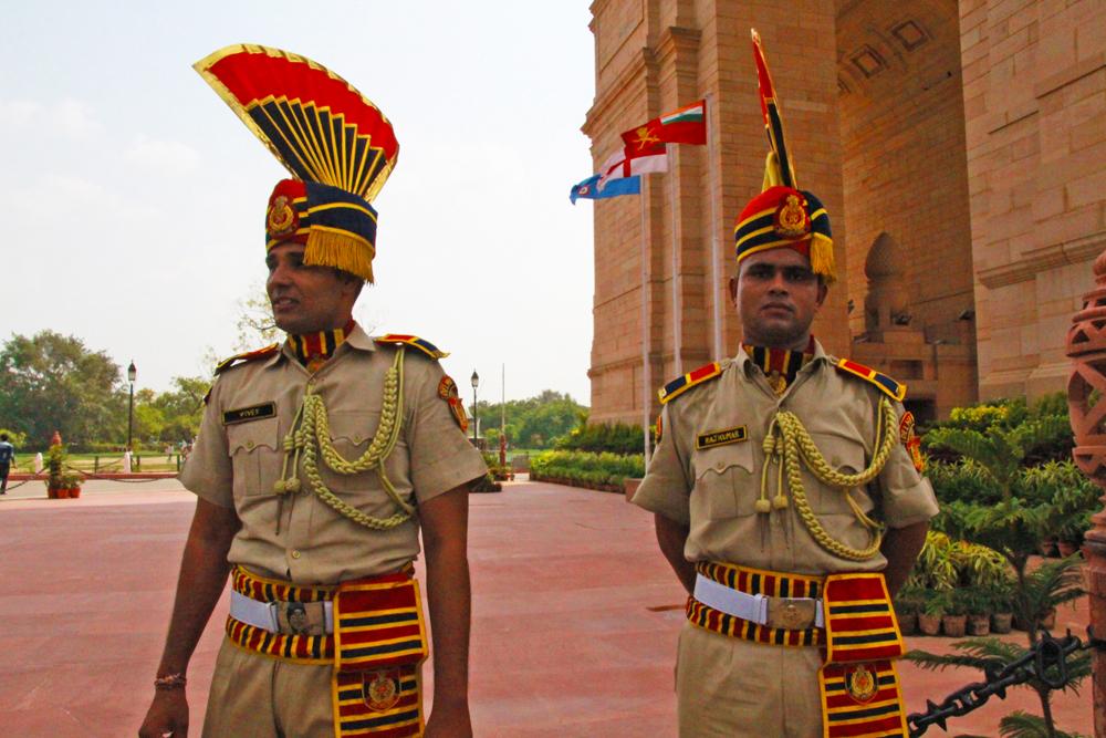indian-guards-in-in-india-gate-delhi-in-uniform