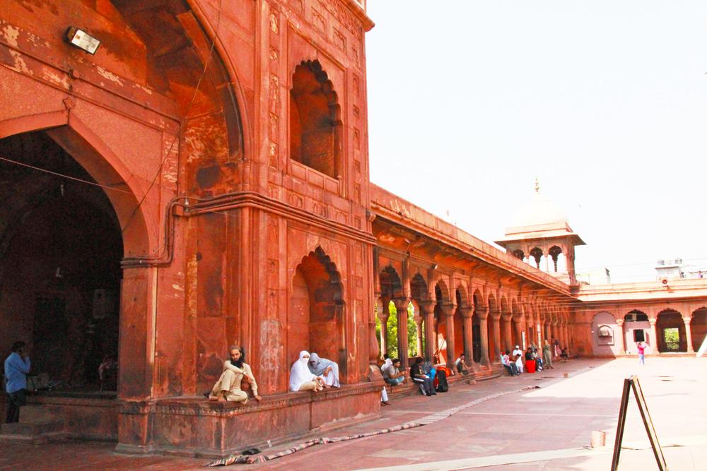 muslim-mosque-delhi-jama-masjid-solo-tour-entrance