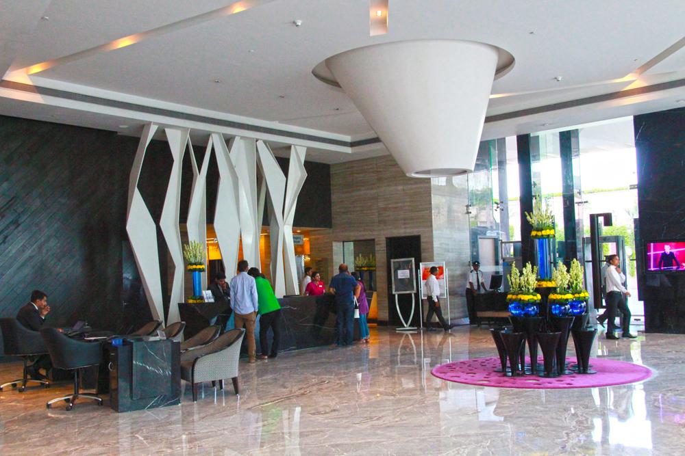 radisson-blu-taj-east-gate-agra-india-lobby-5-star-hotel