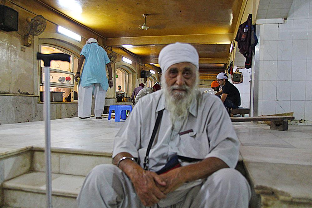 sikh-punjabi-volunteer-in-delhi-center
