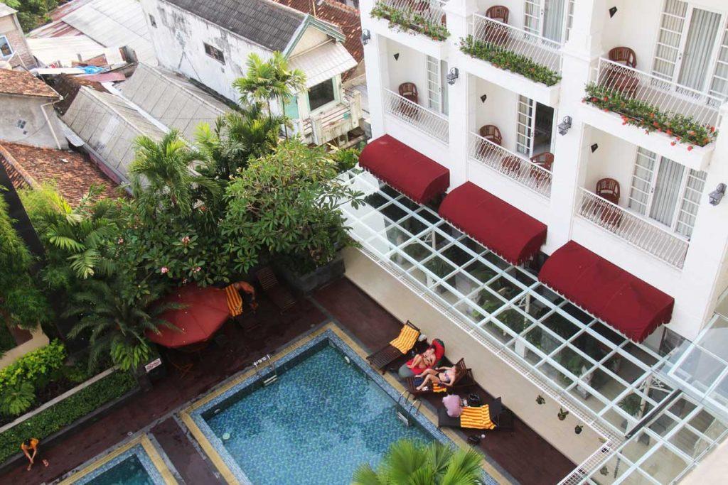 gallery-prawirotaman-hotel-yogyakarta-iindonesia-swimming-pool-building