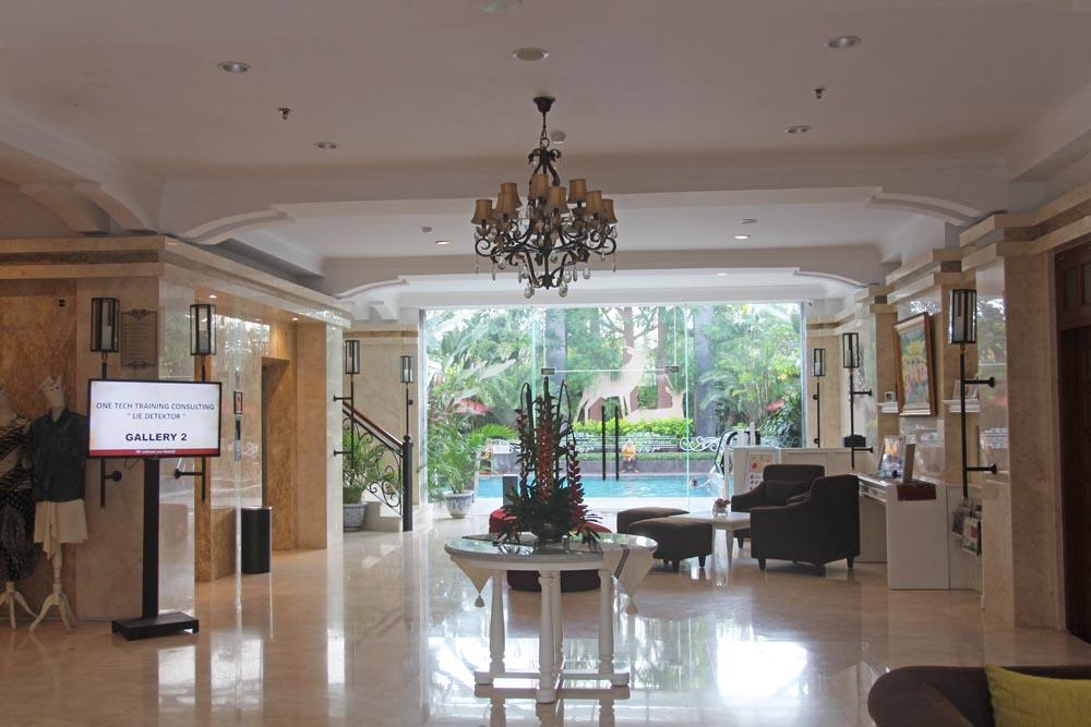 gallery-prawirotaman-hotel-yogyakarta-indonesia-hotel-lobby-pool